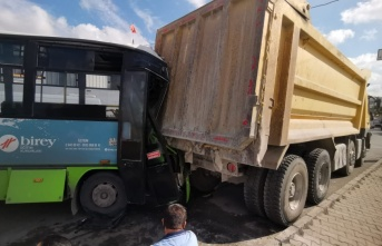 Gebze'de midibüs kamyona çarptı: 1 yaralı