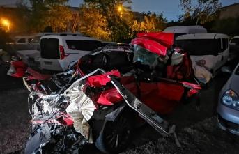 Gebze'de otomobil tıra çarptı: 1 ölü