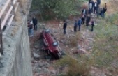 Otomobil köprüden uçtu: 1 ölü