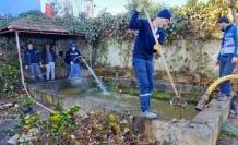 Kandıra'da balıklı süs havuzunda temizlik çalışması