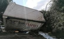 Çayırova'da  devrilen tırın şoförü yaralandı