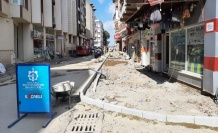Karamürsel'de asfaltlama ve kaldırım çalışmaları sürüyor