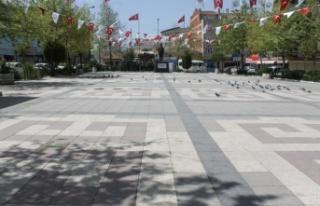 Manyas'ta tam kapanma nedeniyle meydan ve sokaklar...