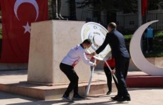 Bilecik'te Gençlik Haftası'nda Atatürk Anıtı'na...