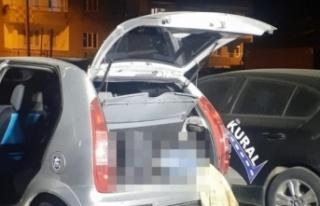 Park halindeki otomobilin bagajında erkek cesedi...