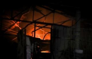 Plastik atık fabrikasında çıkan yangın söndürüldü