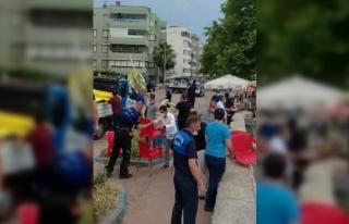 Bursa'da zabıta ekipleri esnafın sahili işgal eden...