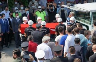 Trafik kazasında şehit olan polis memuru son yolculuğuna...