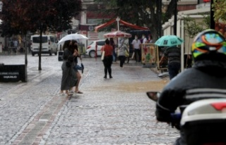 Edirne'de sağanak geçişleri zaman zaman etkili...