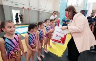 Kocaeli'de minik cimnastikçilere Başkan Hürriyet...