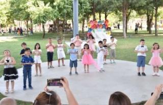 Manisa'da minikler mezuniyet heyecanı yaşadı