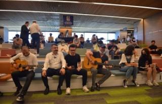 Oktay Yılmaz'dan YKS adaylarına gitarlı moral