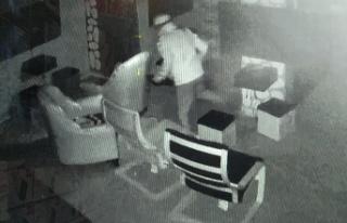Sakarya'da oyun salonlarındaki hırsızlık anı...
