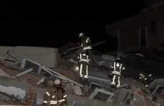 Sarıyer'de 11 katlı boş bina çöktü, park halindeki...