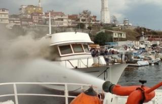 Teknede çıkan yangın söndürüldü