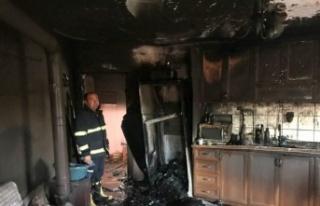 Gelibolu'da yangın çıkan iki katlı ev kullanılamaz...