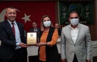 Güneşspor'dan, Hürriyet'e amatöre destek plaketi