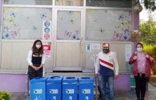 İzmit'te işyerlerine atık kutuları dağıtılıyor