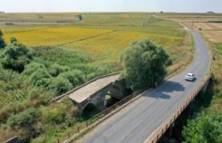 Günümüze 3 kemeri ulaşan tarihi Karapürçek Köprüsü...