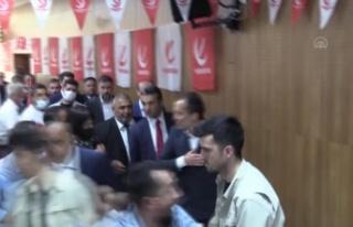 Yeniden Refah Partisi Genel Başkanı Erbakan partisinin...