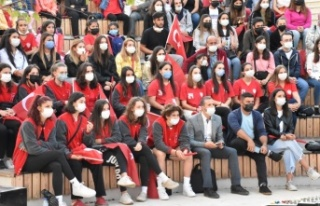 Vatandaşlar Türkiye-Sırbistan maçını dev ekranda...