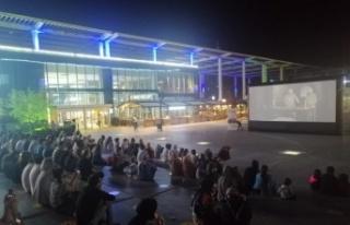 Bursa'da kısa film festivalinin yazlık sinema gösterimleri...