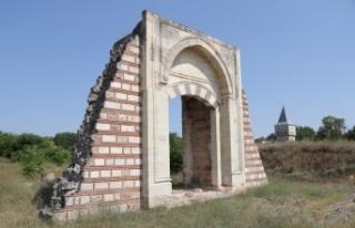 Edirne Sarayı'ndaki caminin kalıntılarına...