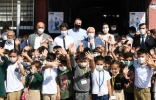 İzmir Karabağlar'da Eğitim Kart sevinci