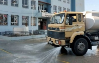 İzmir Karabağlar'da okullarda temizlik