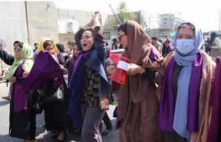 Kabil'de kadınlardan protesto!