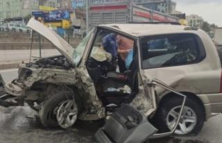 Kocaeli'de bariyere çarpan cipin sürücüsü yaralandı