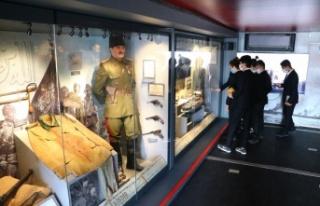 """""""Çanakkale Savaşları Mobil Müzesi"""" ziyarete..."""