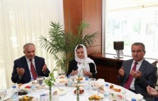 İzmit Belediye Başkanı Hürriyet, din görevlileri...