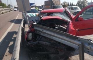 Gebze'de bariyere çarpan otomobilin sürücüsü...