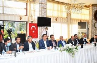 Malatya'da Başkan Gürkan Battalgazi muhtarlarıyla...