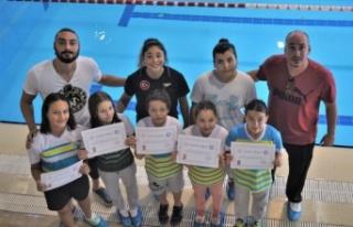 Manisalı yüzücülerden 6 birincilik, 4 ikincilik