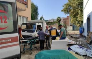 Sakarya'da inşaat iskelesinden düşen 2 işçi yaralandı