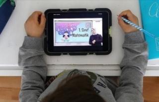 Türk Telekom'dan eğitime 10 bin tablet