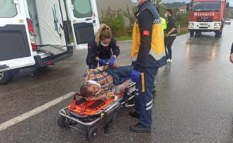Kandıra'da Ticari araç ile otomobil çarpıştı, 7 kişi yaralandı