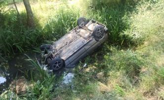 Kaza yapan sürücüye yardım için duran araca otomobil çarptı: 3 yaralı