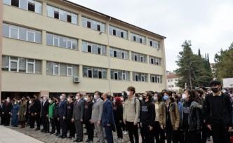 Bilecik Valisi Kızılkaya, Ertuğrul Gazi Lisesinde bayrak törenine katıldı