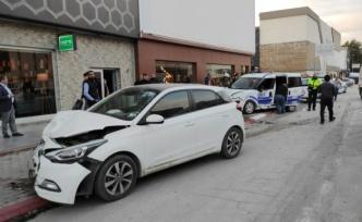 Trafik kazasında 2'si polis 3 kişi yaralandı