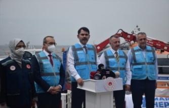 Bakan Kurum, İzmit Körfezi'nde müsilaj temizleme çalışmalarını inceledi