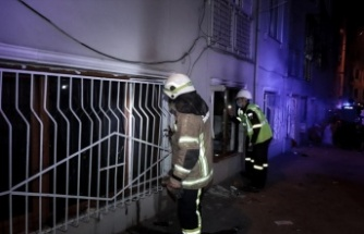Apartmanda çıkan yangında 3 kişi dumandan etkilendi