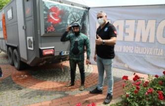 Dilovası Belediye Başkanı Hamza Şayir, temizlik için denize daldı!