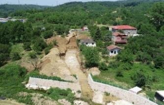 Eşme'de depo inşaatı ve dere ıslahları devam ediyor