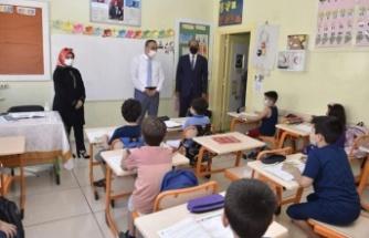 Vali Soytürk'ten ilk özel okula ziyaret