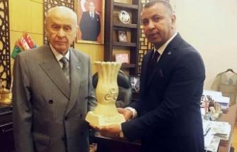 Kilis'te MHP esnafla dertleşmeyi sürdürüyor