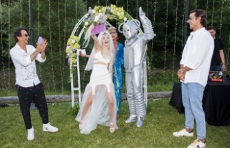 Aleyna Robot'la evlendi