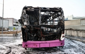 Başakşehir'de seyir halindeki özel halk otobüsünde çıkan yangın söndürüldü